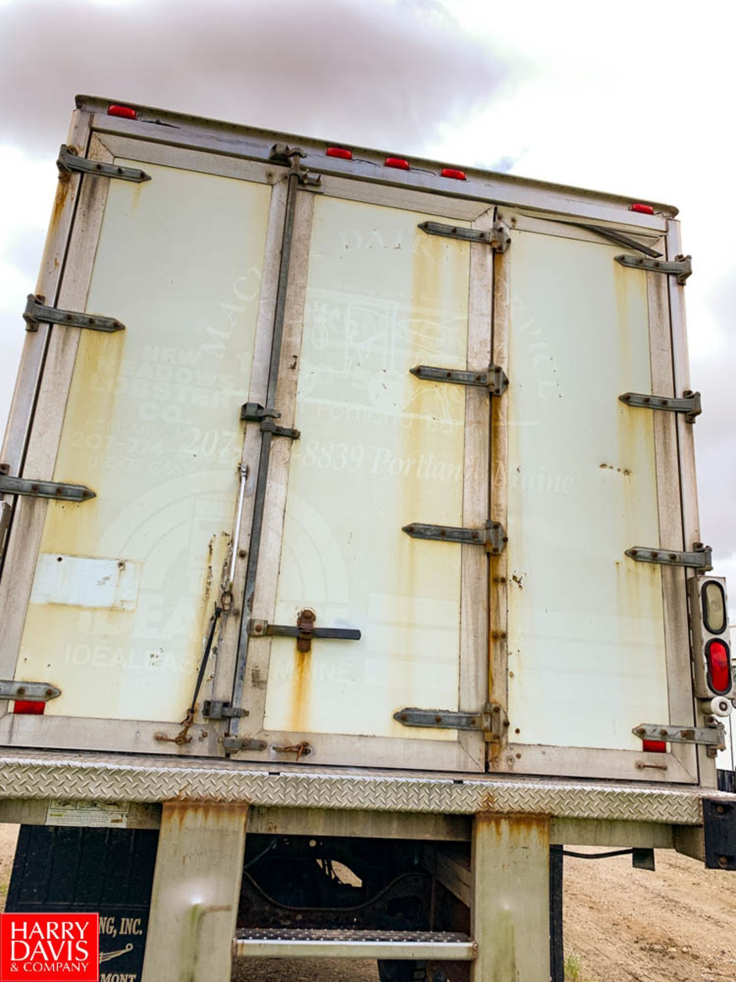 1999 International 18' Refrigerated Delivery Truck Model: 4900, 33,000 GVWR, with DT466E Diesel, - Image 3 of 7