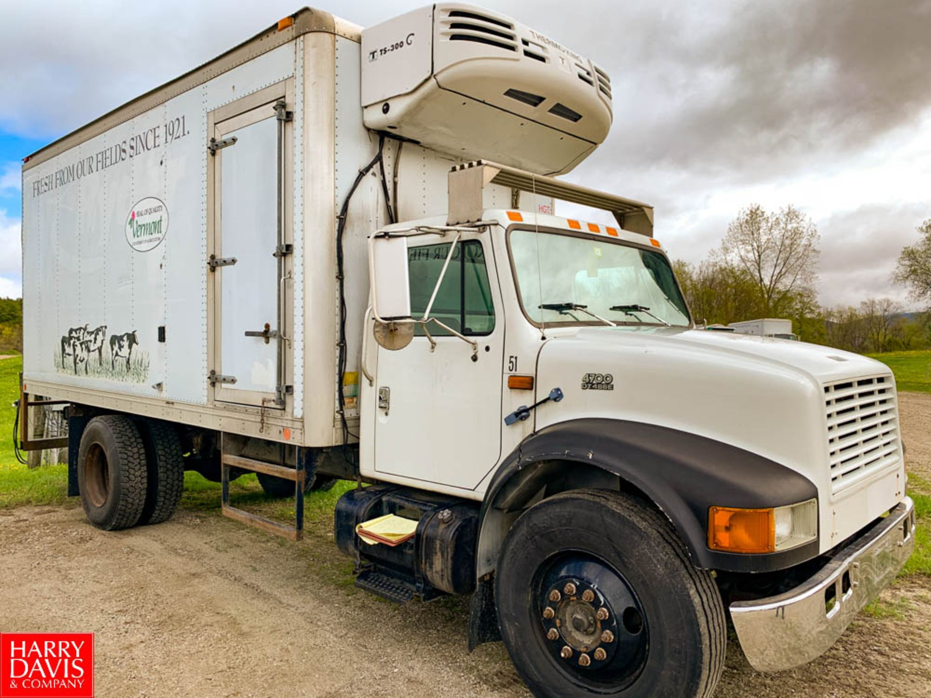 2000 International 18' Refrigerated Delivery Truck Model: 4700, 25,500 GVWR, with DT466E Diesel, - Image 2 of 7