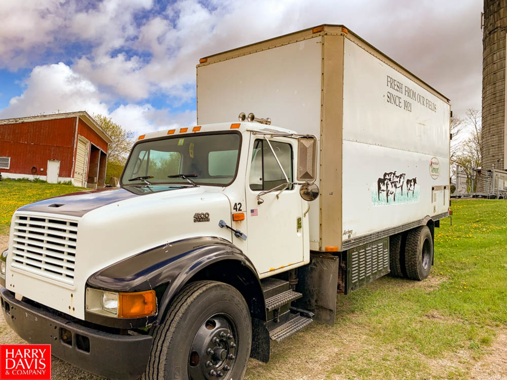 1999 International 18' Refrigerated Delivery Truck Model: 4900, 33,000 GVWR, with DT466EW Diesel,