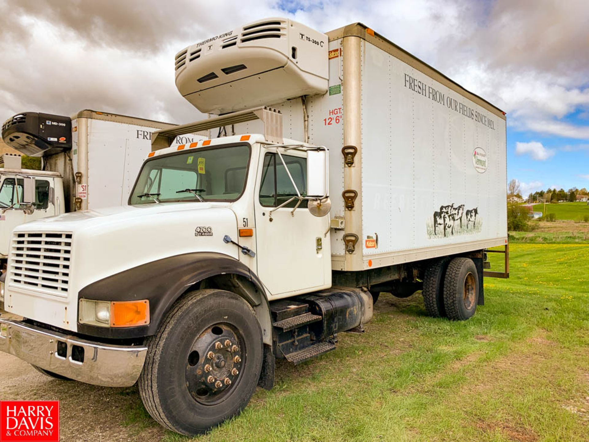 2000 International 18' Refrigerated Delivery Truck Model: 4700, 25,500 GVWR, with DT466E Diesel,