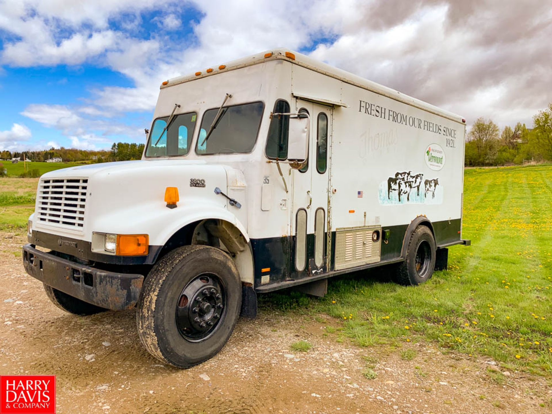 2000 International 12' Refrigerated Retail Delivery Truck Model: 3800, 28,000 GVWR, DT466E Diesel,