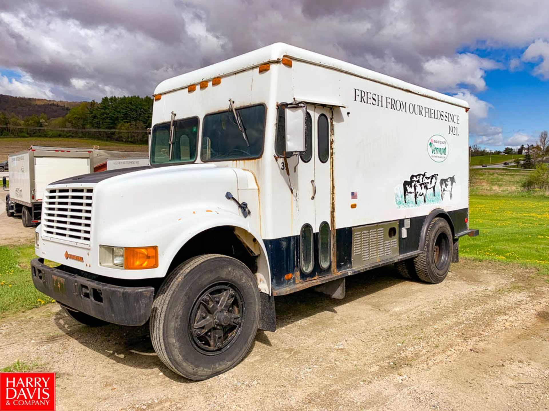 1992 International 12' Refrigerated Retail Delivery Truck Model: 3800,26,000 GVWR, DT360 Diesel,