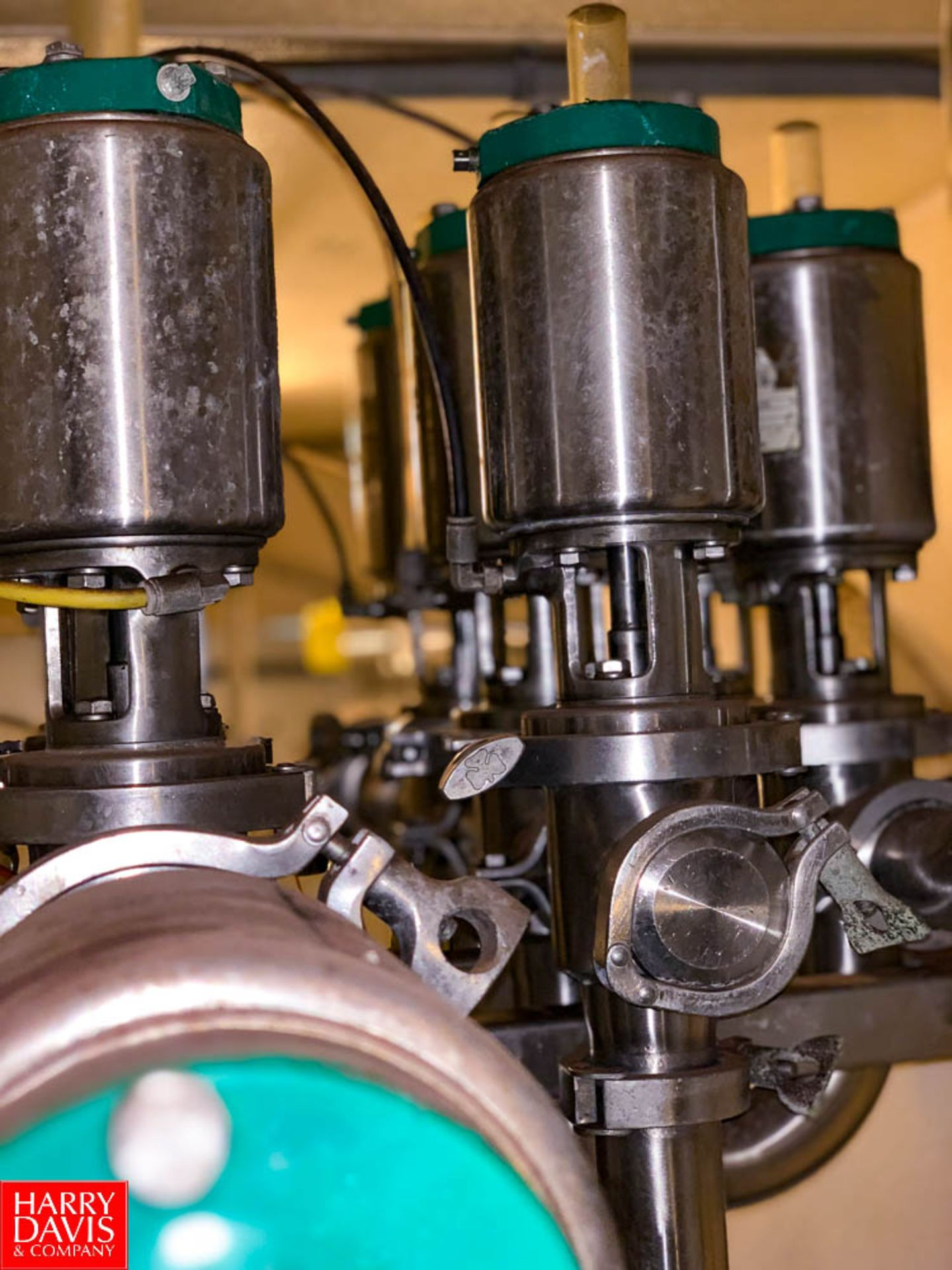 """Tri Clover 316L 2"""" S/S Air Valves In Manifold - Image 2 of 3"""