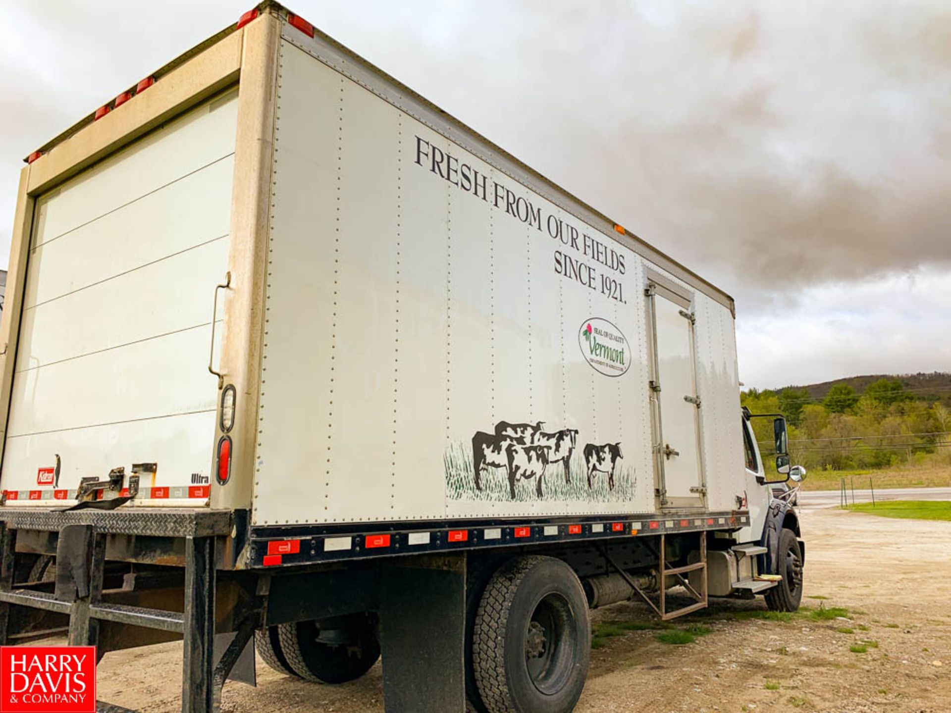 2017 Freightliner 20' Refrigerated Delivery Truck Model: M2106, 33,000 GVWR, Cummins IBS 6.7 280 - Image 2 of 8