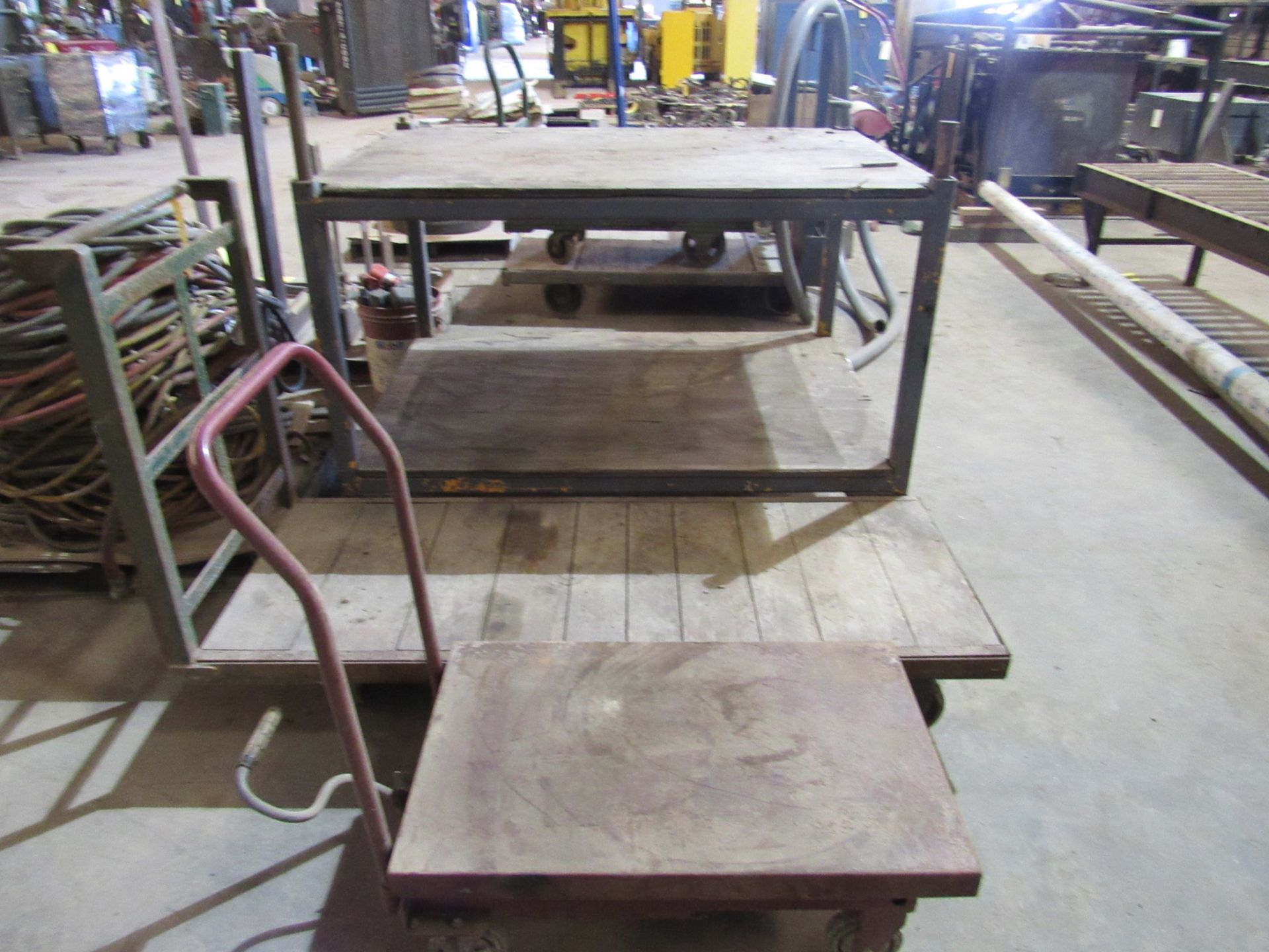 Lot: Shop Material Moving Carts