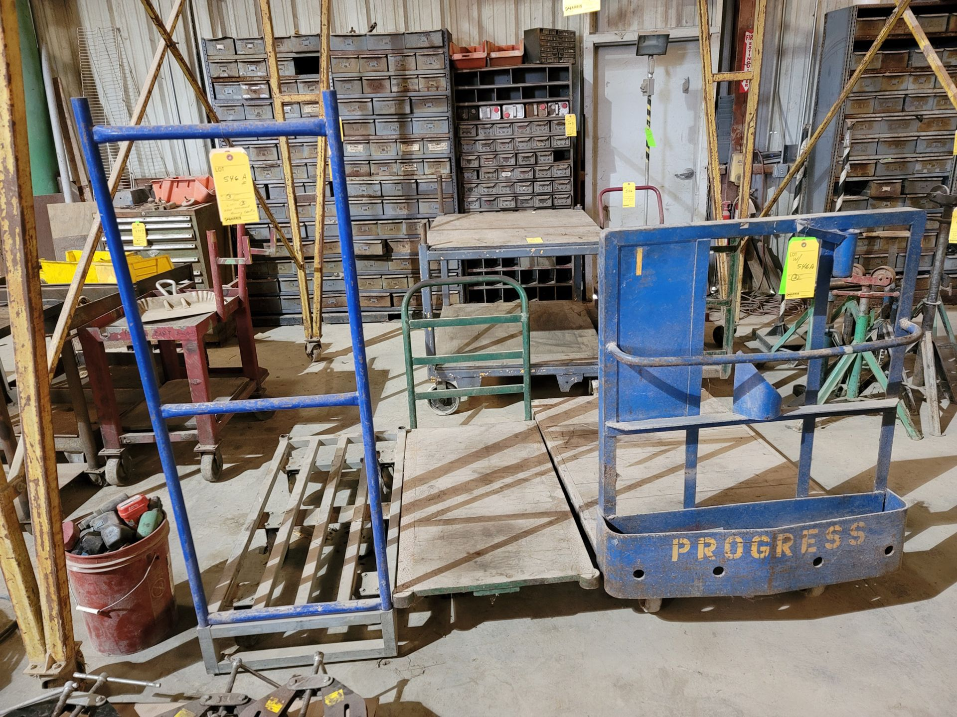 Lot: Material Moving Carts