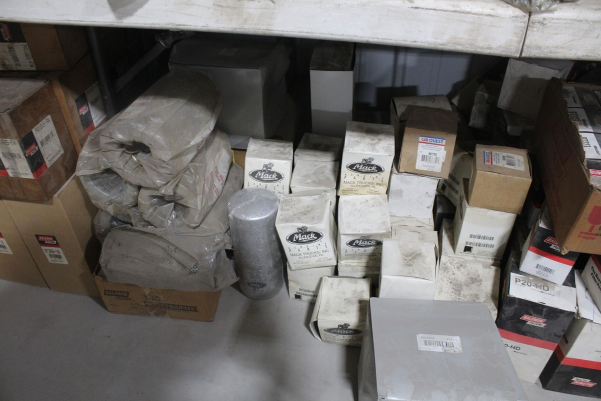 LARGE ASSORTMENT OF MACK AND BALDWIN FILTERS ON TABLE - Image 4 of 4