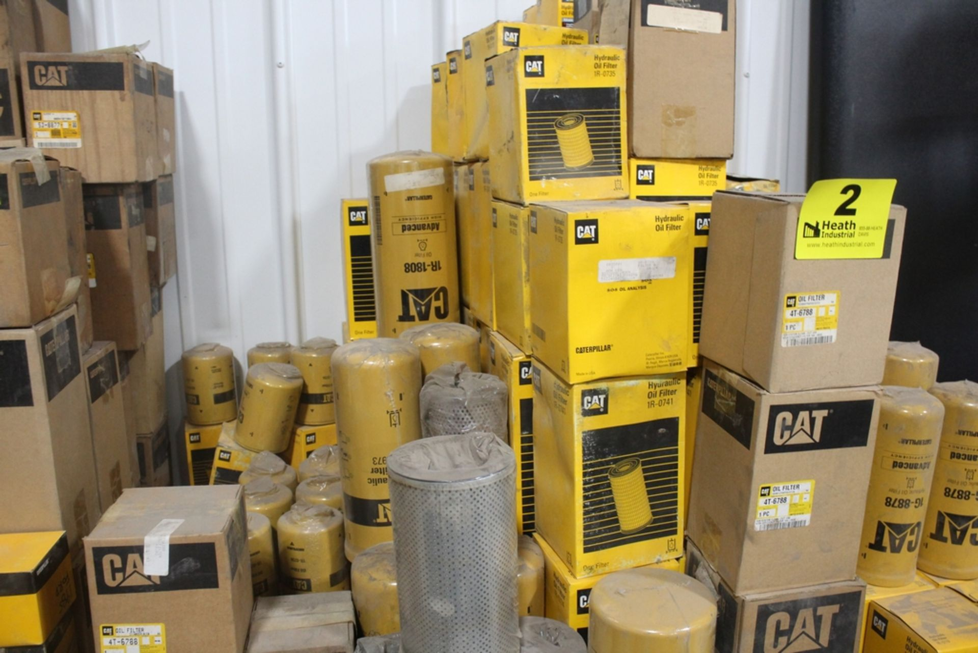 LARGE ASSORTMENT OF CATERPILLAR OIL FILTERS - Image 2 of 3