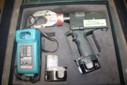 GREENLEE GATOR MODEL ESG50GL CORDLESS CABLE CUTTER WITH CASE, SPARE BATTERY, CHARGER