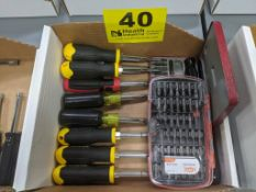 (12) SCREWDRIVERS WITH HDX DRIVING SET