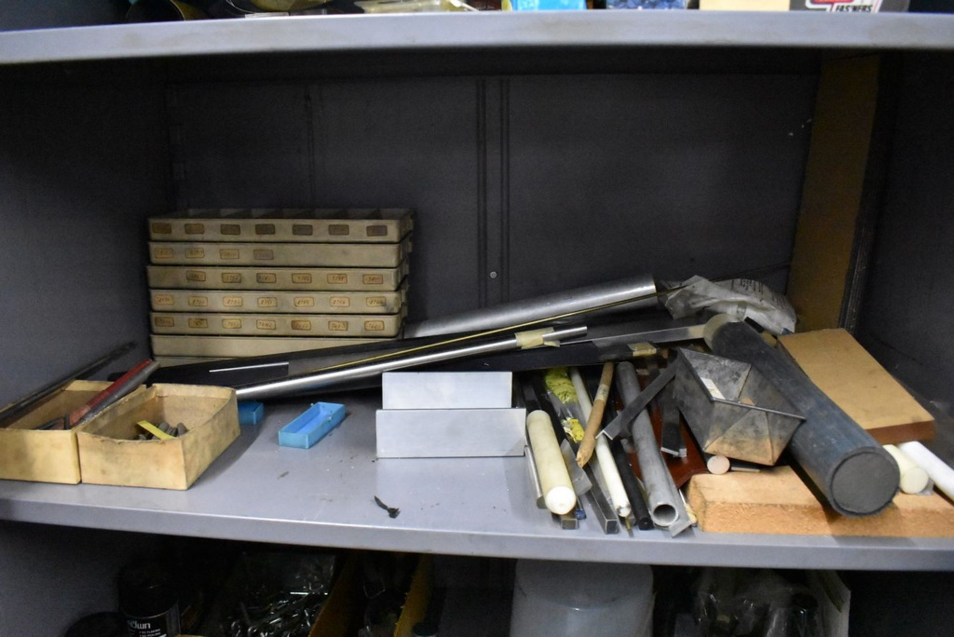 HOBART THIRTEEN DRAWER STEEL TOOL CABINET - Image 5 of 10