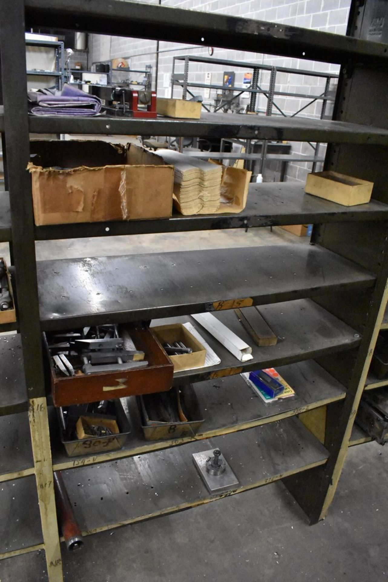 CONTENTS OF (8) SECTIONS OF SHELVING - Image 8 of 14