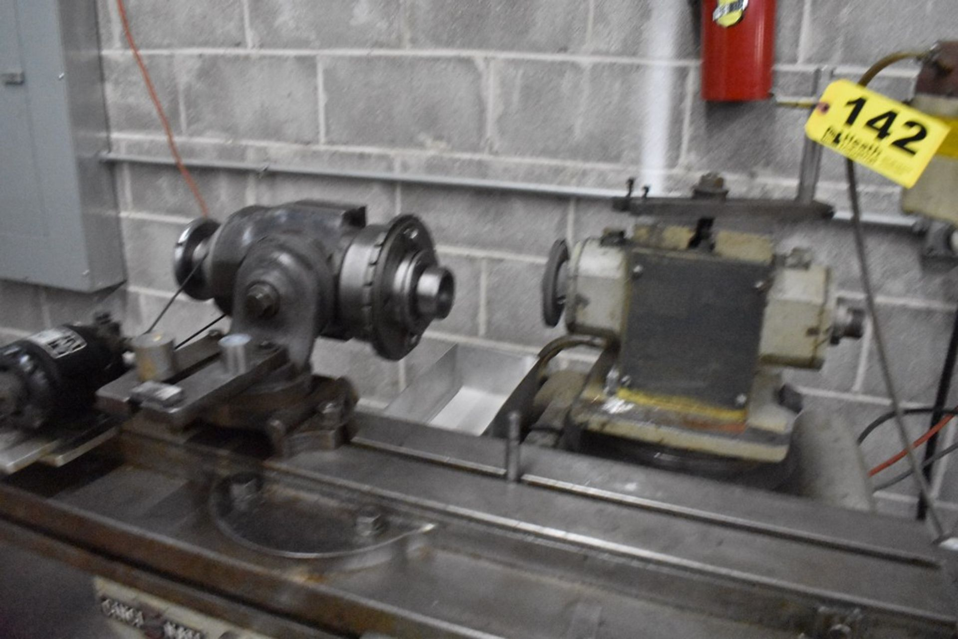 CINCINNATI NO. 2 TOOL AND CUTTER GRINDER, S/N 1D2T1Z-771, WITH MOTORIZED WORK HEAD - Image 4 of 14