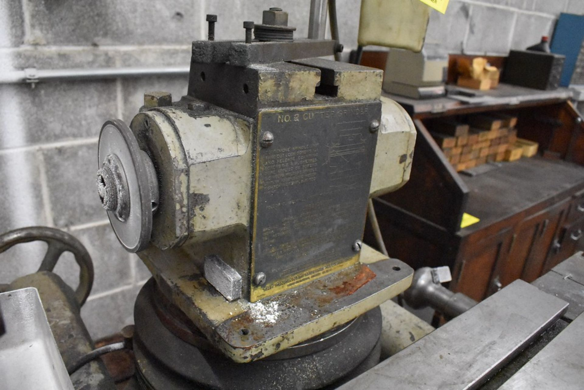 CINCINNATI NO. 2 TOOL AND CUTTER GRINDER, S/N 1D2T1Z-771, WITH MOTORIZED WORK HEAD - Image 11 of 14