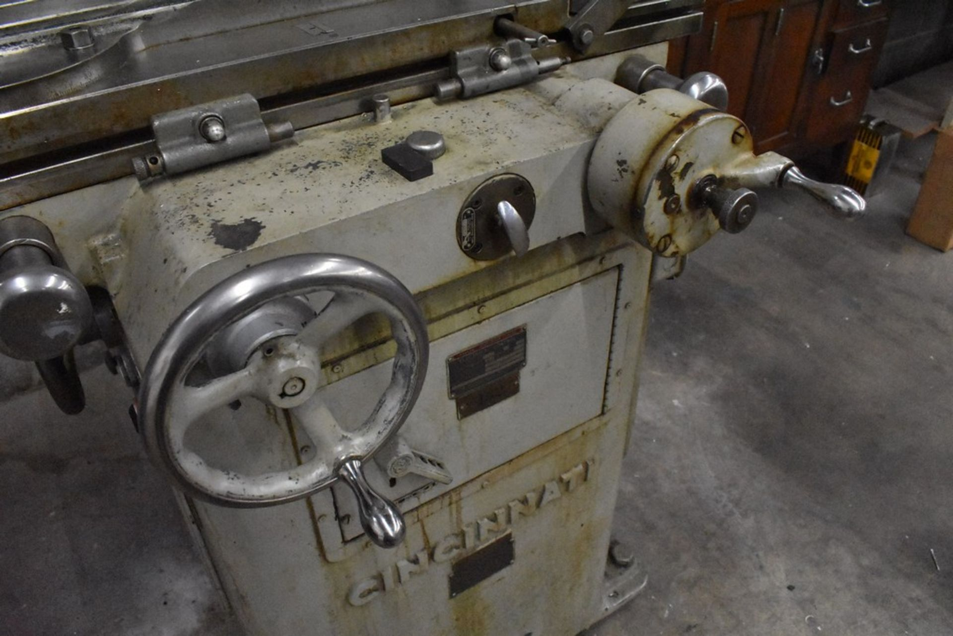 CINCINNATI NO. 2 TOOL AND CUTTER GRINDER, S/N 1D2T1Z-771, WITH MOTORIZED WORK HEAD - Image 14 of 14