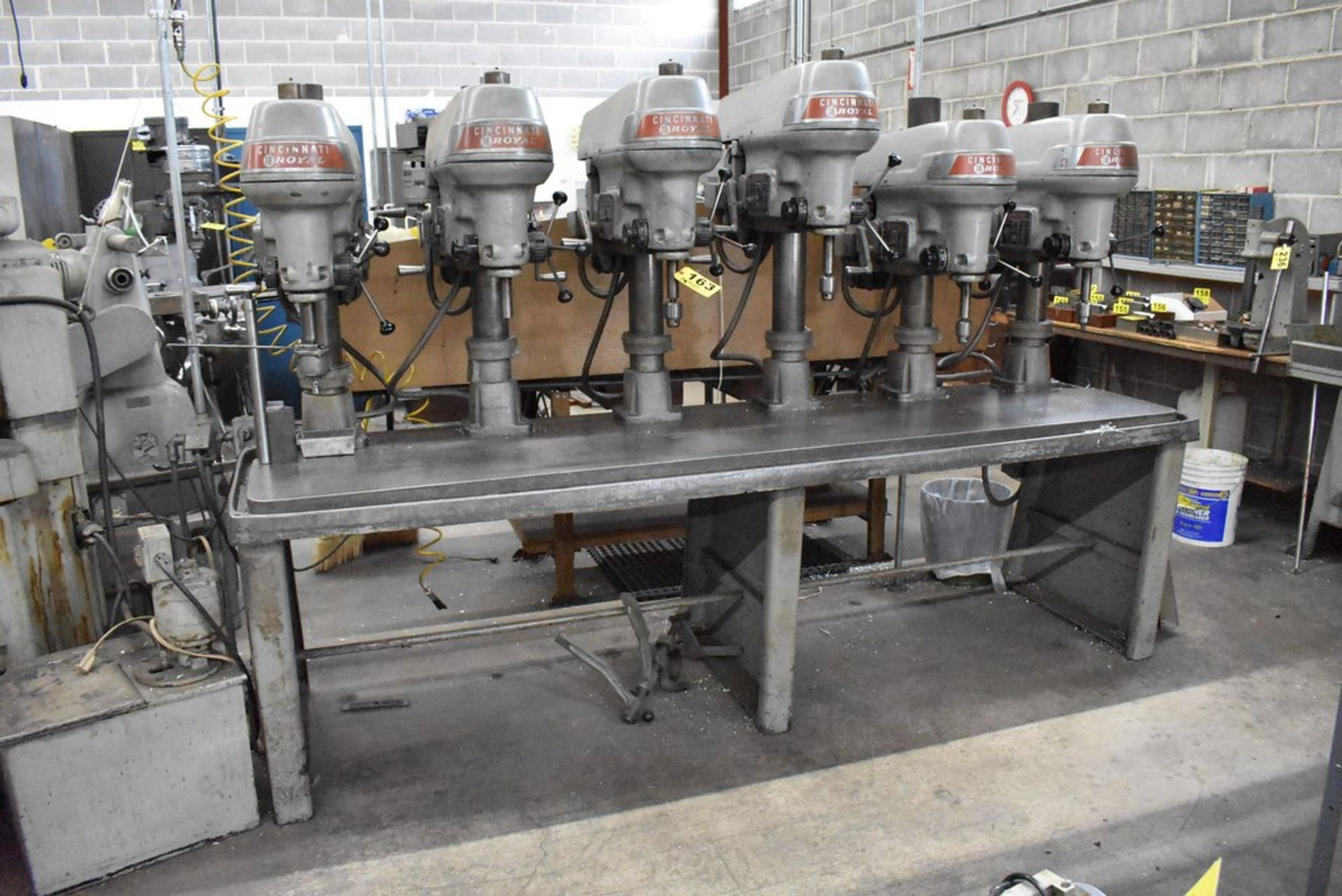 """CINCINNATI 18"""" MODEL ROYAL 6 SPINDLE DRILL, UP TO 2060 RPM SPINDLE, MOUNTED ON 24""""X106"""" PRODUCTION - Image 3 of 10"""