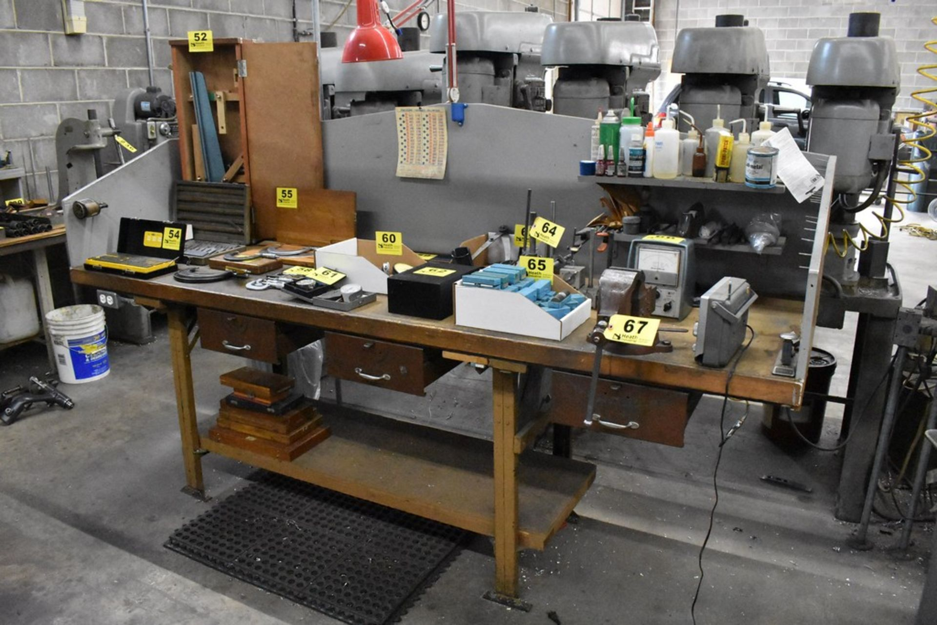 """LYON 98"""" X 30"""" X 36"""" WORKBENCH WITH DRAWERS, VISE, INSPECTION LAMP - Image 4 of 6"""
