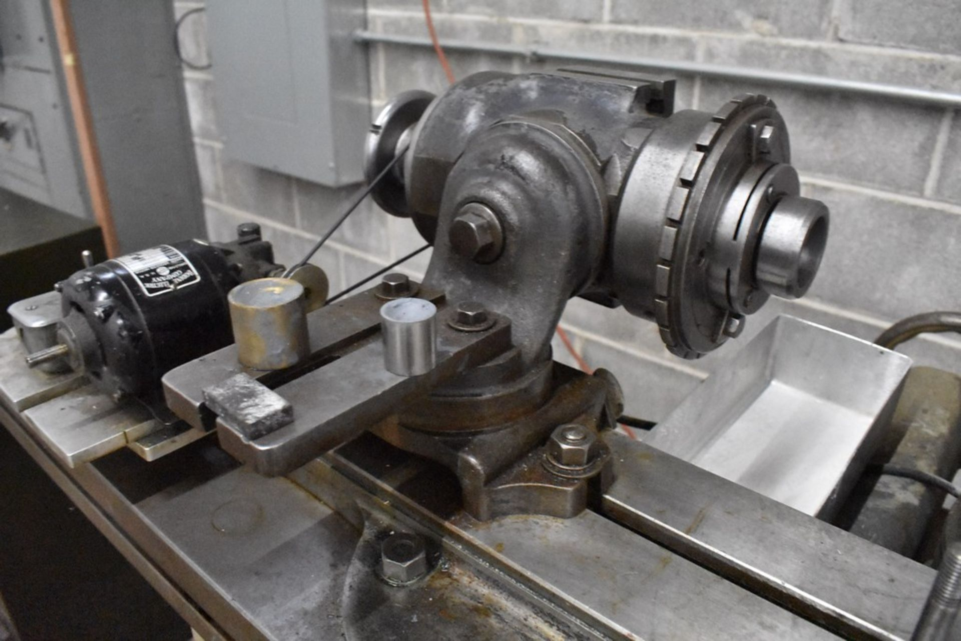 CINCINNATI NO. 2 TOOL AND CUTTER GRINDER, S/N 1D2T1Z-771, WITH MOTORIZED WORK HEAD - Image 9 of 14