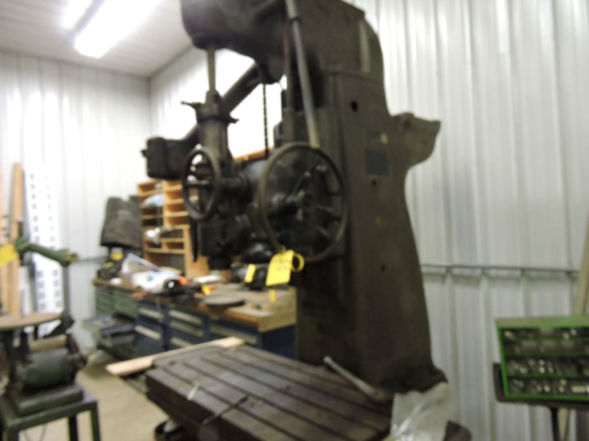 "Pratt Whitney mill No. 2A, jig borer M-1620, sn 1097, 44"" x 22"" bed, (parts machine). - Image 2 of 5"