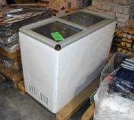 Avanti CF208G Reach-In Commercial Chest Freezer S/N: A52620420810950900415