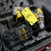 DEWALT 20 MAX XR CORDLESS DRILL DCD995 W/ (1) 20V BATTERY, CHARGER AND CASE