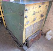 LINDE UCC-305 MIG WELDER W/ CABLES