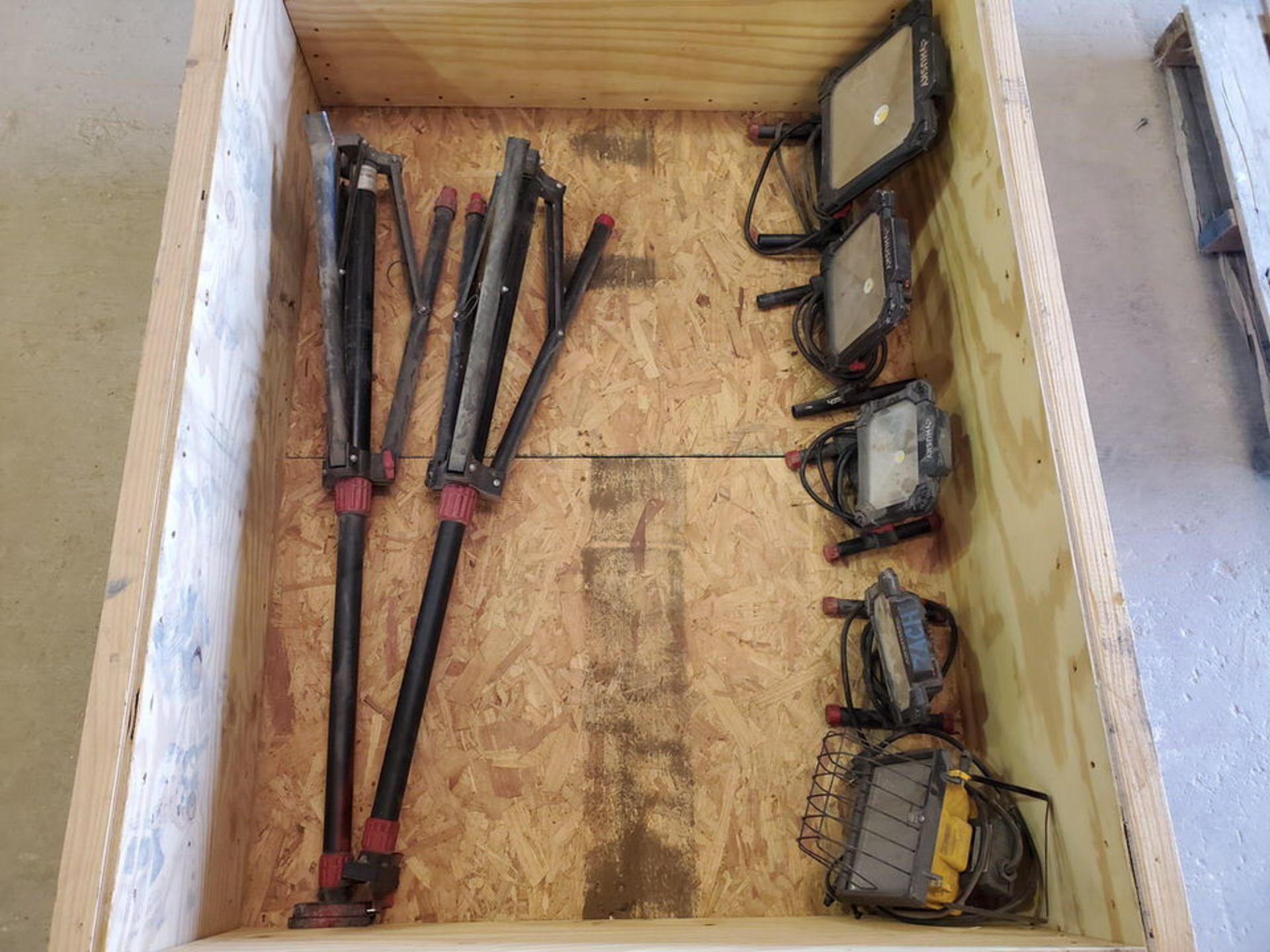 Husky (6) Tripod & Portable Work Lights - Image 5 of 6