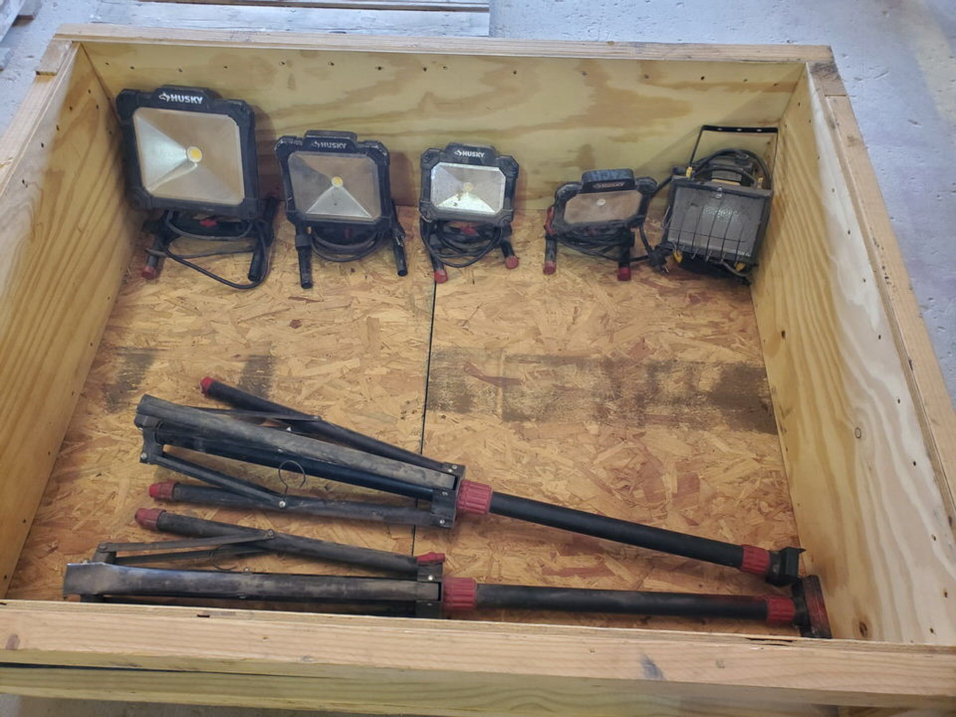 Husky (6) Tripod & Portable Work Lights - Image 2 of 6