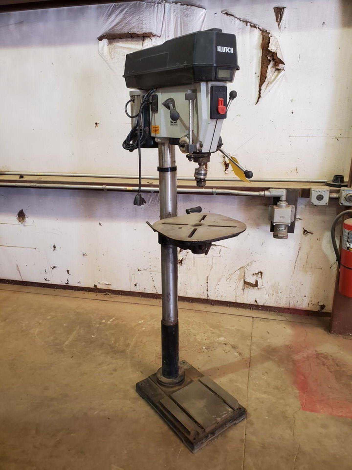"Klutch 17"" Drill Press 120V, 60HZ,1-1/2""HP, Swing: 17-23/32"", 600-2400RPM, 6""-Travel; 14"" Dia Work - Image 2 of 9"