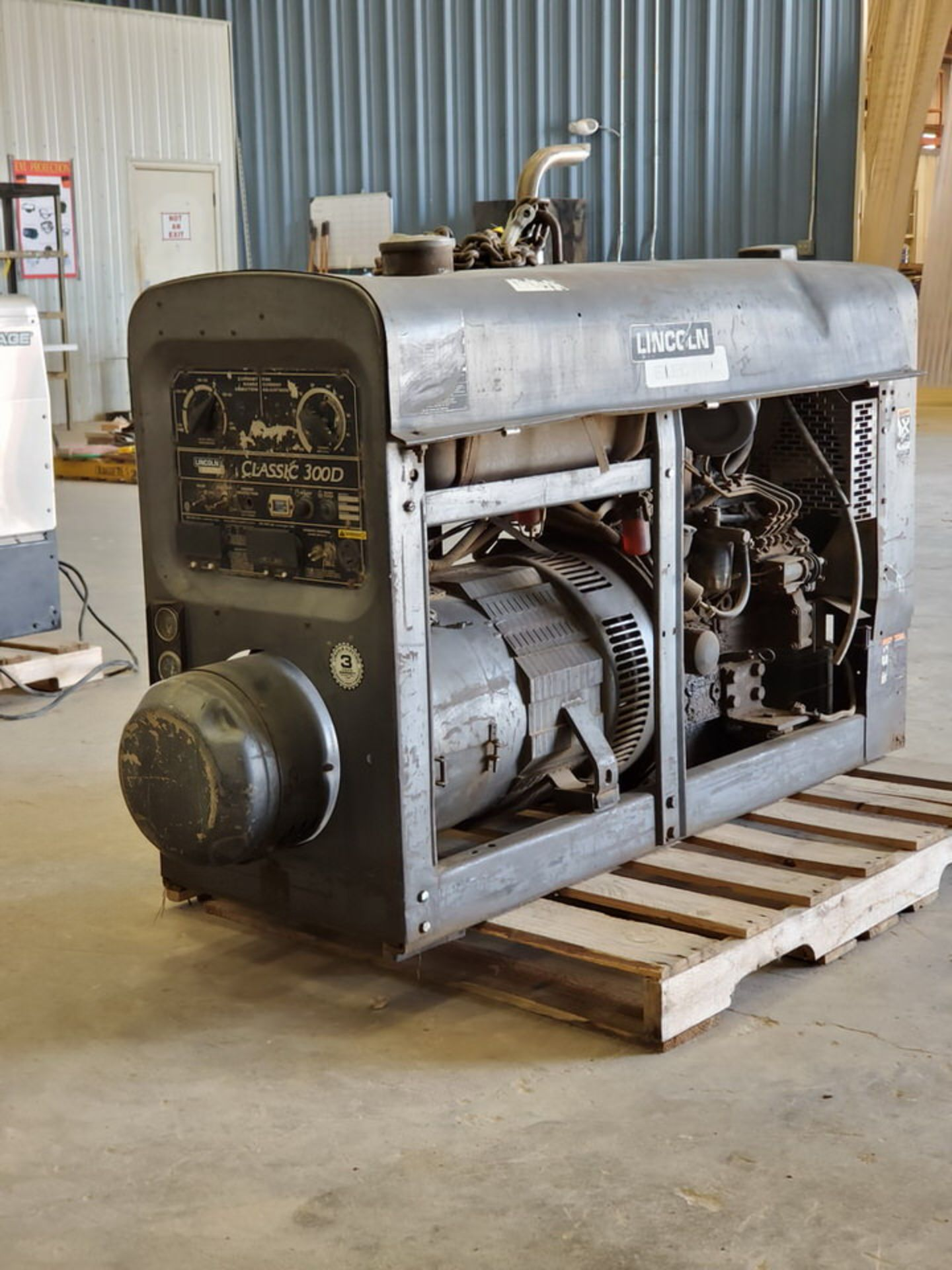 LE Classic 300D Multiprocessing Welder 115/230V, 26/13A; 4 Cyl Kubota Engine, 800RPM - Image 3 of 9