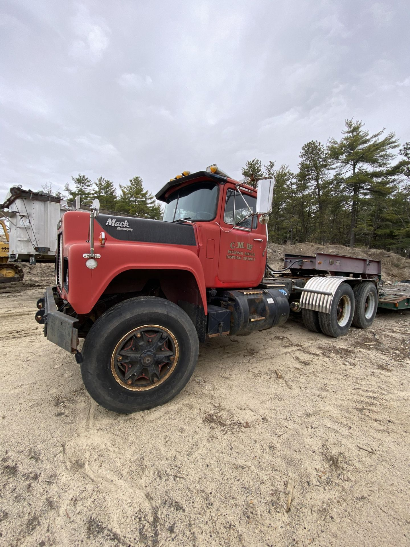 1986 Mack RD688SX Tandem Axle Tractor VIN 1M2P143Y8GA004351, Meter Reads 301,625 Miles, Day Cab,