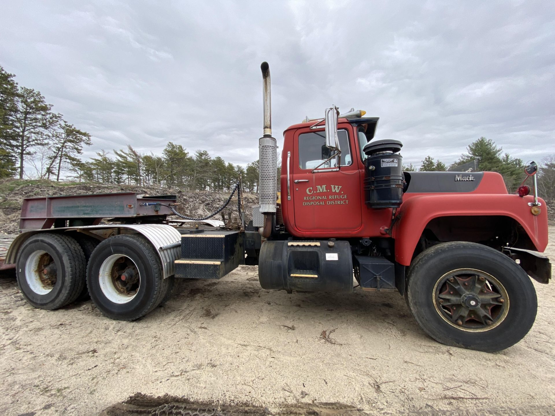 1986 Mack RD688SX Tandem Axle Tractor VIN 1M2P143Y8GA004351, Meter Reads 301,625 Miles, Day Cab, - Image 13 of 22