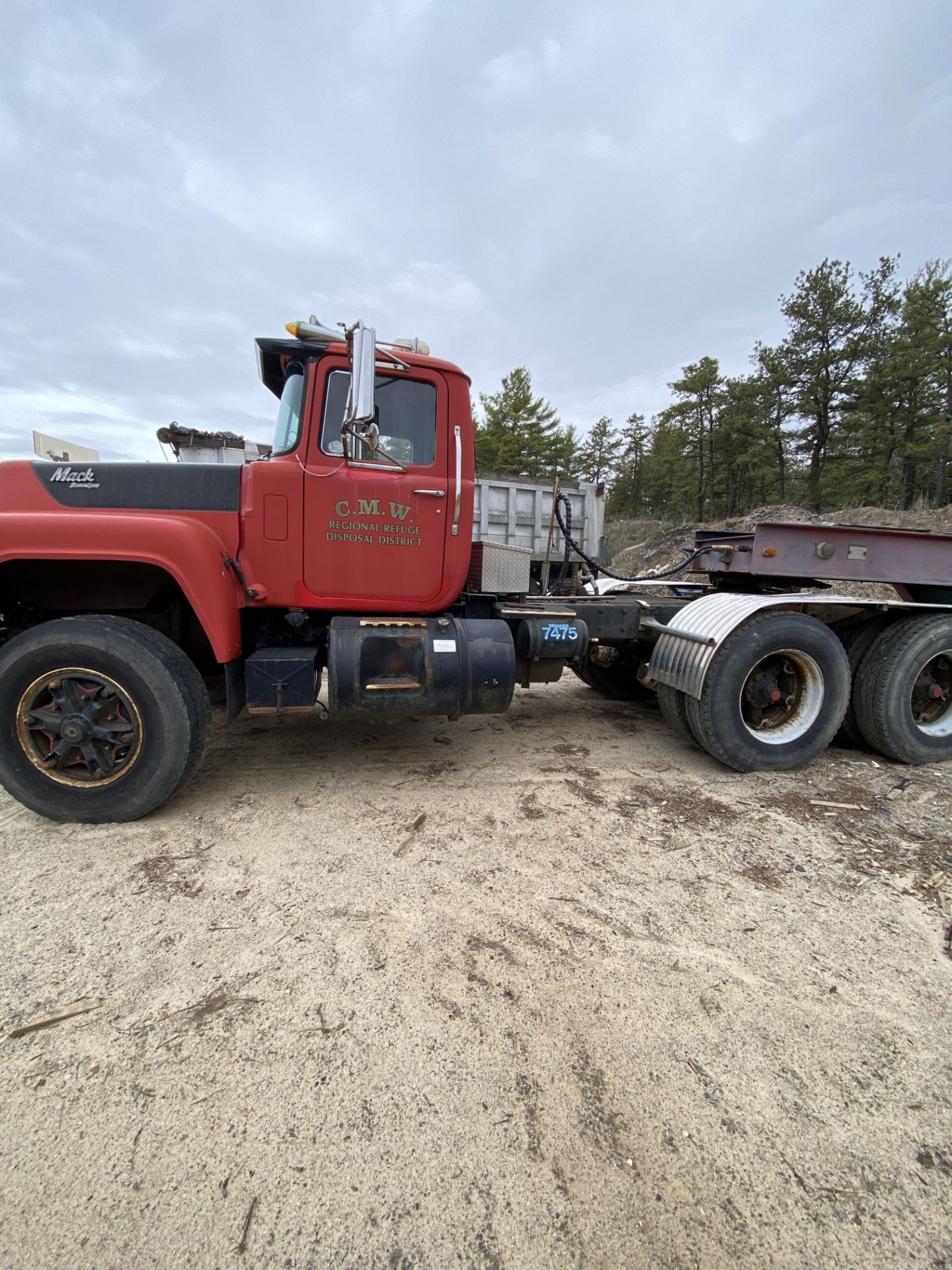 1986 Mack RD688SX Tandem Axle Tractor VIN 1M2P143Y8GA004351, Meter Reads 301,625 Miles, Day Cab, - Image 4 of 22