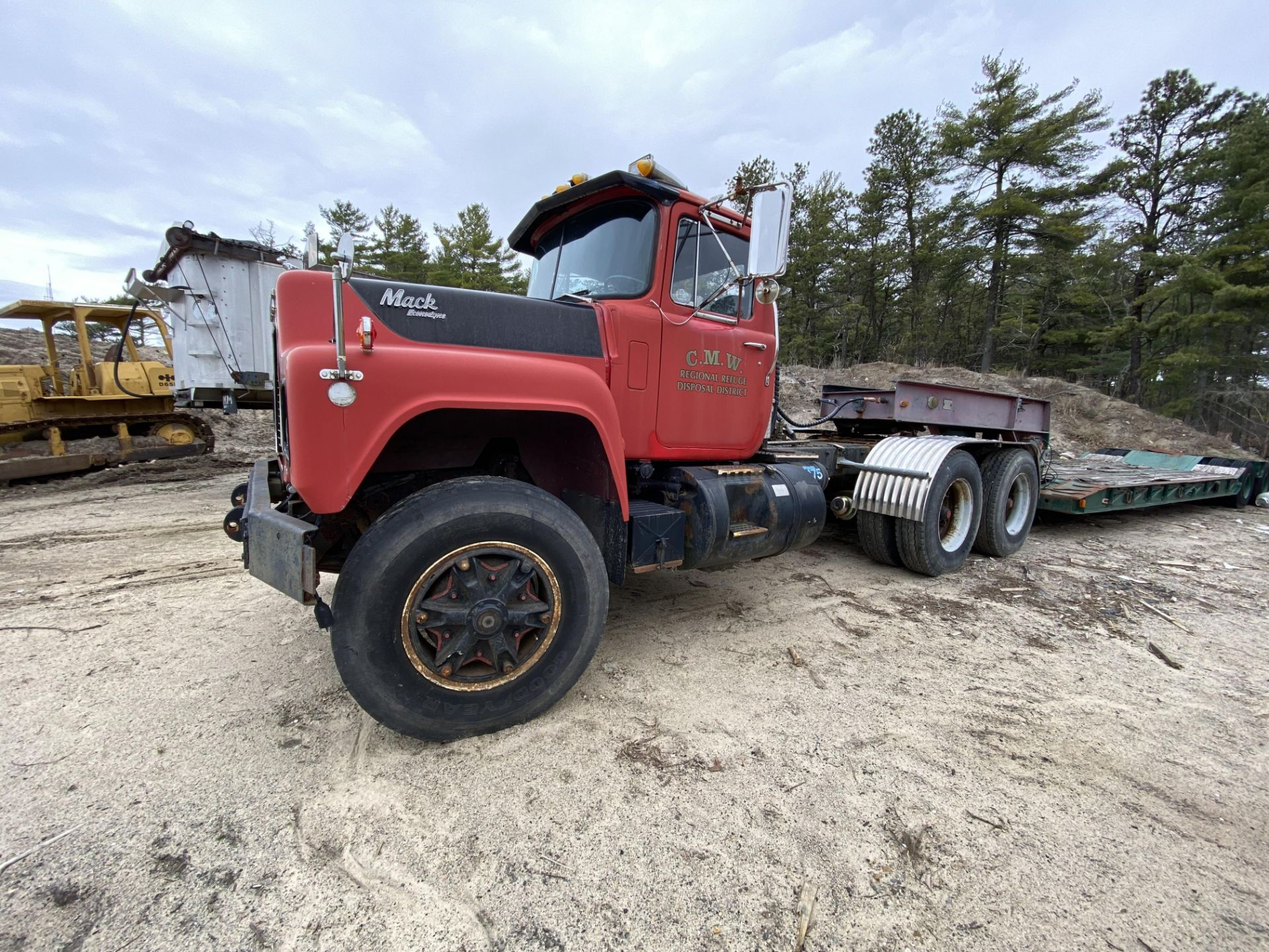1986 Mack RD688SX Tandem Axle Tractor VIN 1M2P143Y8GA004351, Meter Reads 301,625 Miles, Day Cab, - Image 2 of 22
