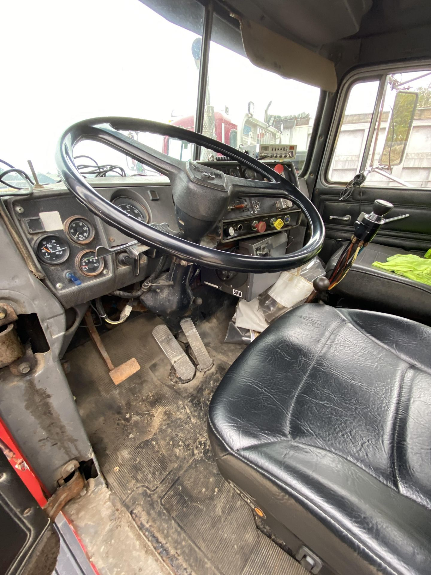 1986 Mack RD688SX Tandem Axle Tractor VIN 1M2P143Y8GA004351, Meter Reads 301,625 Miles, Day Cab, - Image 18 of 22