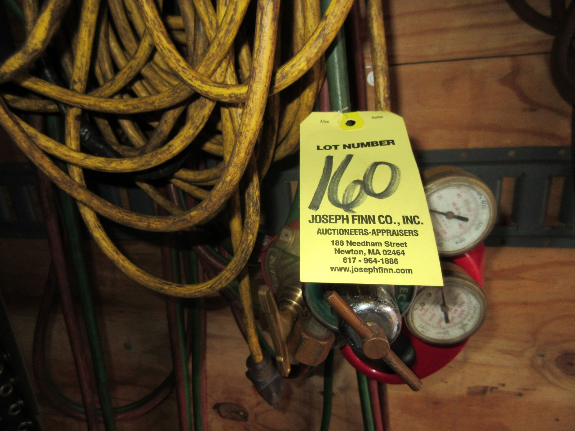 LOT Gas Regulators & Hose This lot is being sold subject to the bulk bid lot number 131.