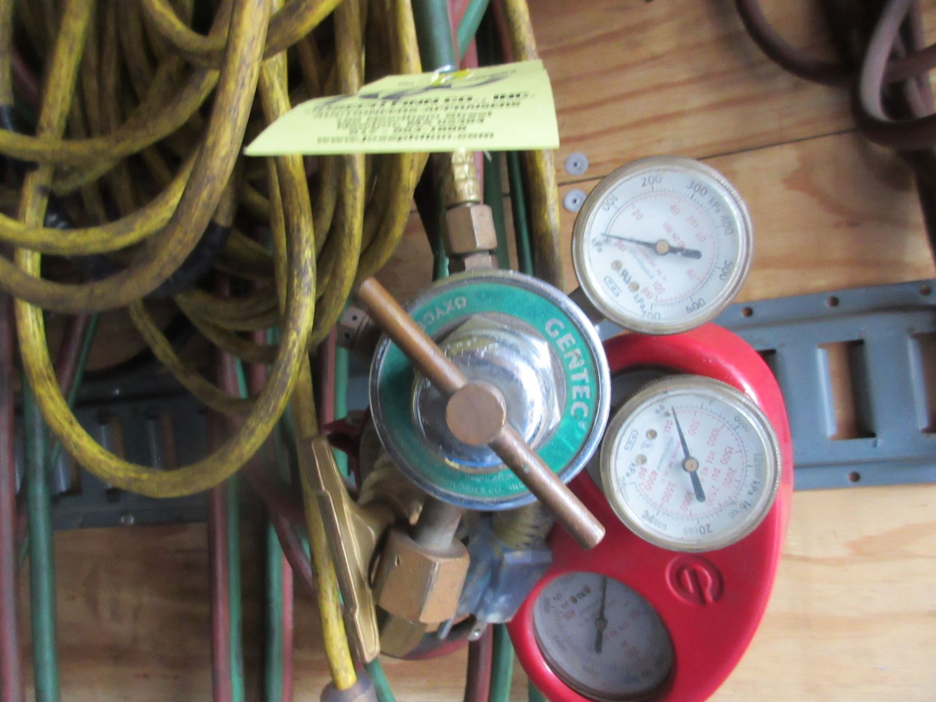 LOT Gas Regulators & Hose This lot is being sold subject to the bulk bid lot number 131. - Image 2 of 3