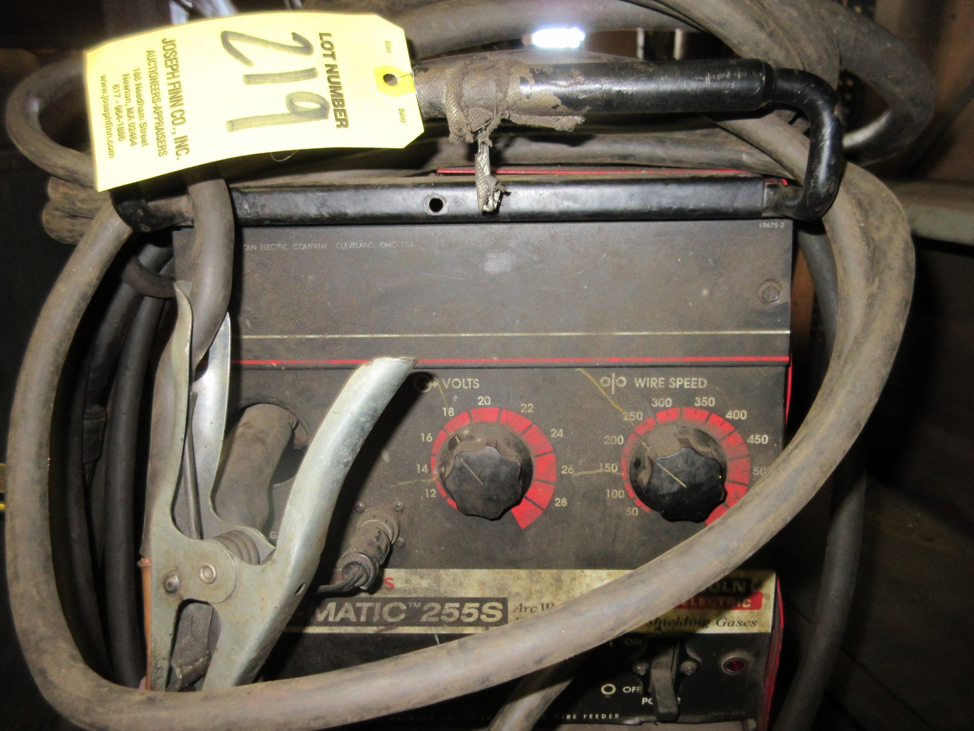 (1) Lincoln Wire-Matic 255S Welder