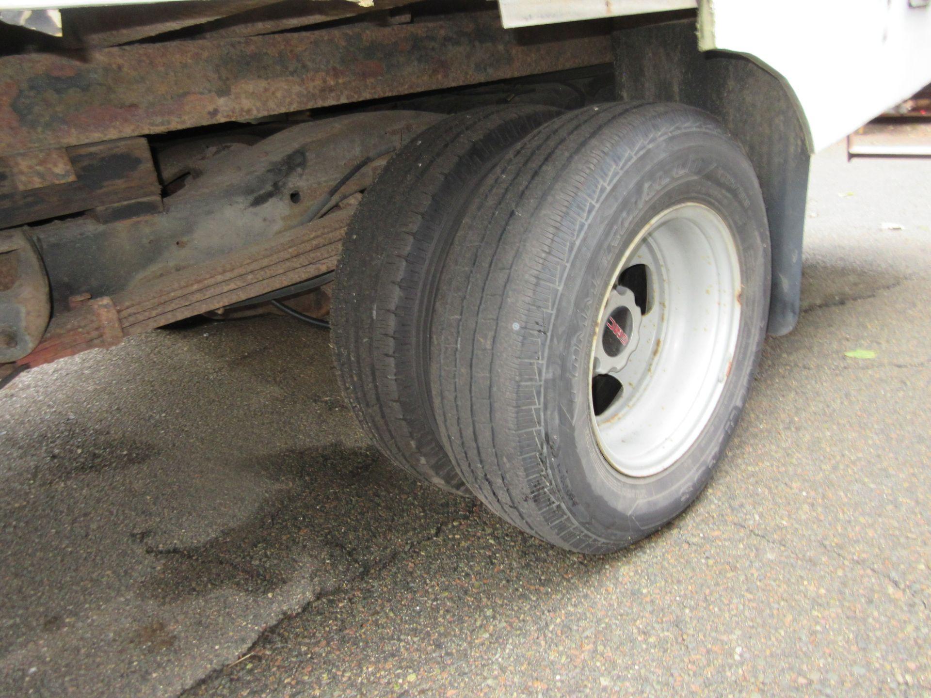 2004 GMC Savana 3500 Box Truck 2WD 8 Cylinders U 6.0L FI OHV 364 CID, VIN 1GDHG31U841236876 - Image 7 of 7