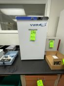 VWR SINGLE DOOR INCUBATOR, MODEL SCUCFS-0204
