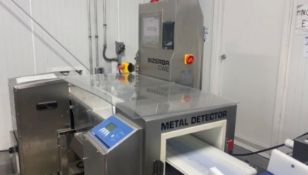 Bizerba Checkweigher with an Integrated Metal Detector includes: