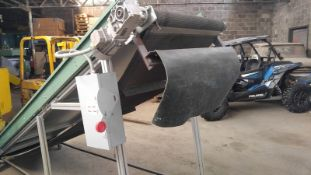 """Aprox. 32"""" wide x 144"""" long incline belt conveyor(Located Fort Worth, TX)"""