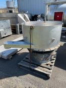 "S/S VIBRATORY SHAKERS / SEPARATORS/ SCREENERS, W/ APPX 11 REMOVABLE SCREENS, APPX 46"" diam x 23"""