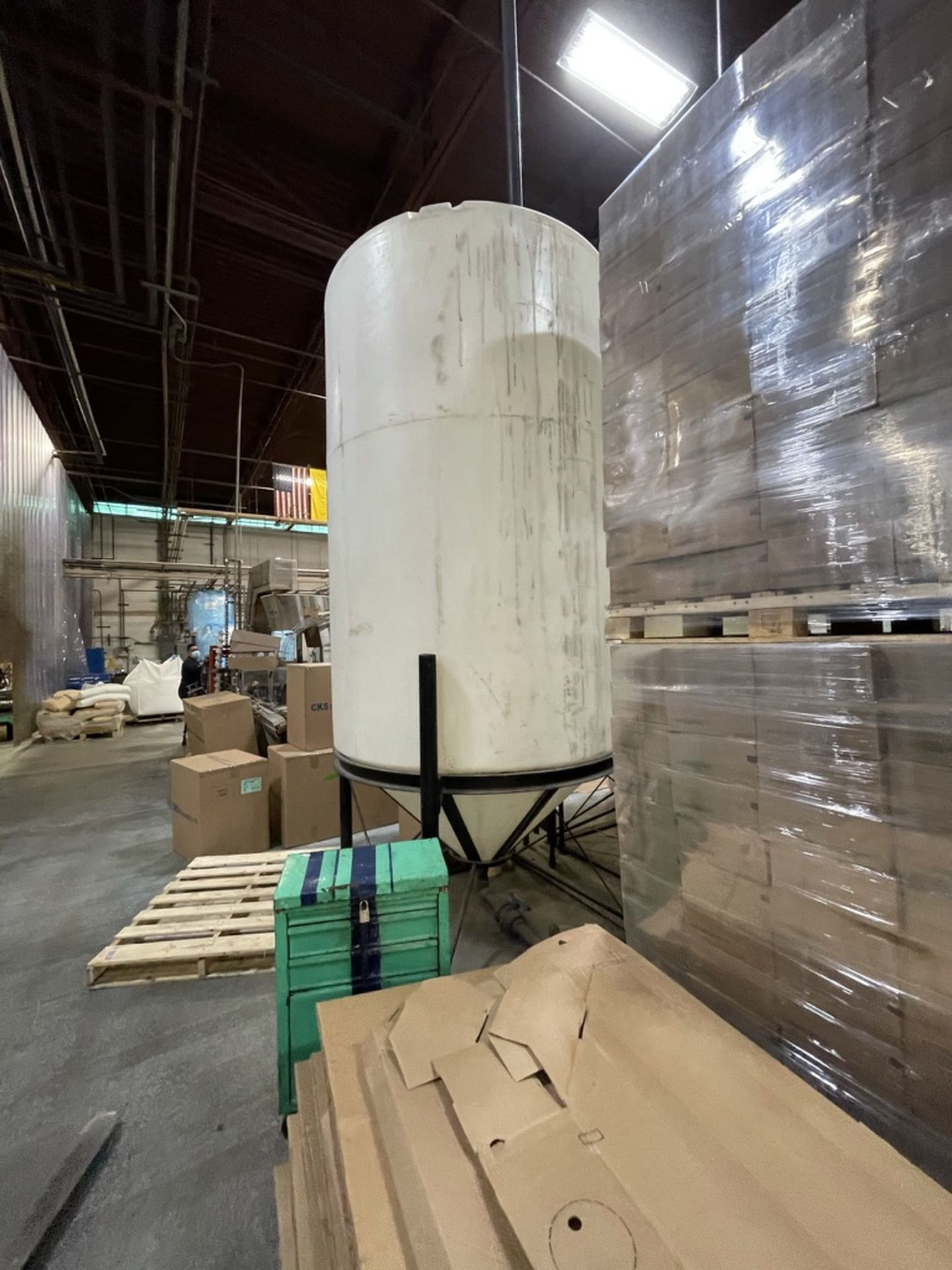 ACE ROTO MOLD APPROX. 1,400 GALLON CONE-BOTTOM POLY STORAGE TANK, STEEL FRAME - Image 4 of 6