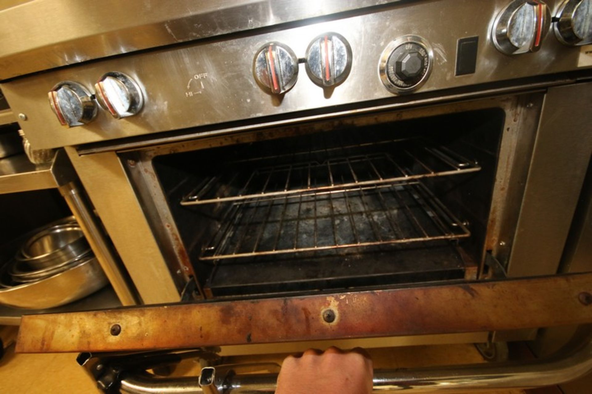 Southbend S/S 6-Burner Stove Top & Oven, S/N 10K13111, with S/S Top Shelf, Mounted on Portable Frame - Image 5 of 5