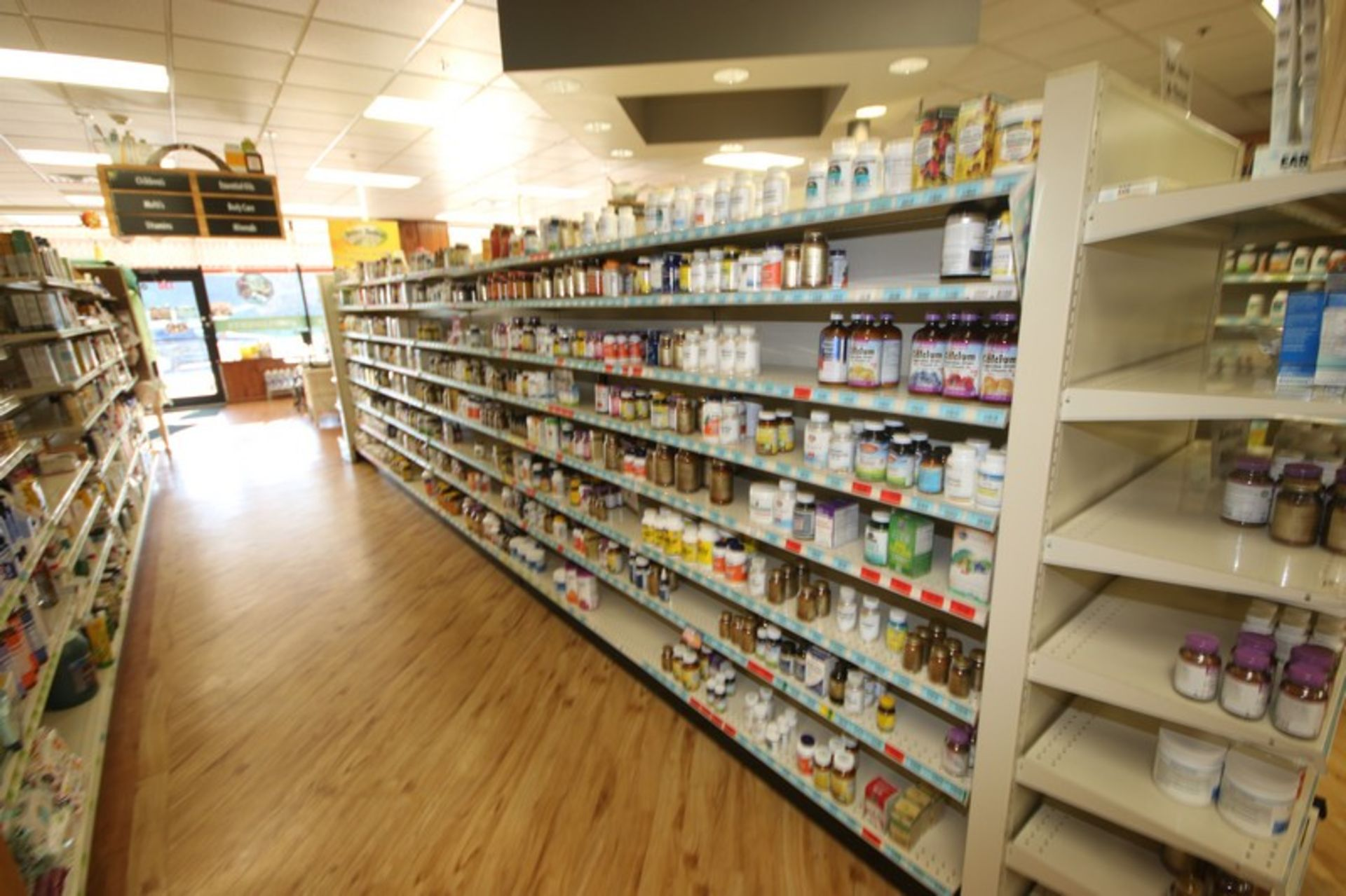 Feet of Double Sided Super Market Shelving, with Shelves (NOTE: SOLD BY THE FOOT) (Located in - Image 3 of 4