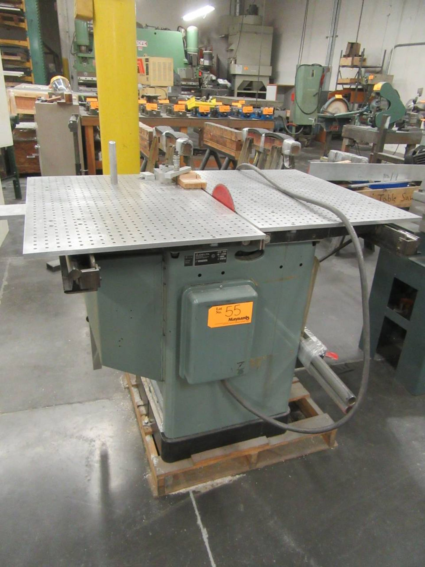 Delta 34-806 Table Saw - Image 2 of 4