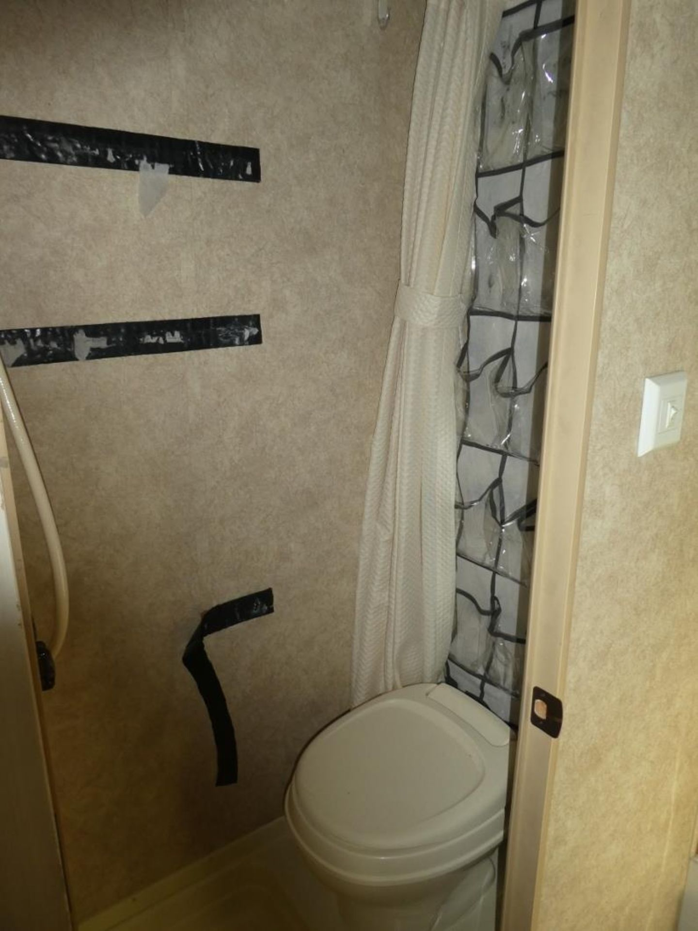 10/2008 FOREST RIVER R-POD S/A HOLIDAY TRAILER MODEL RP171 S/N 4X4TRP7151L004142 W/A/C, BATHROOM, - Image 6 of 12