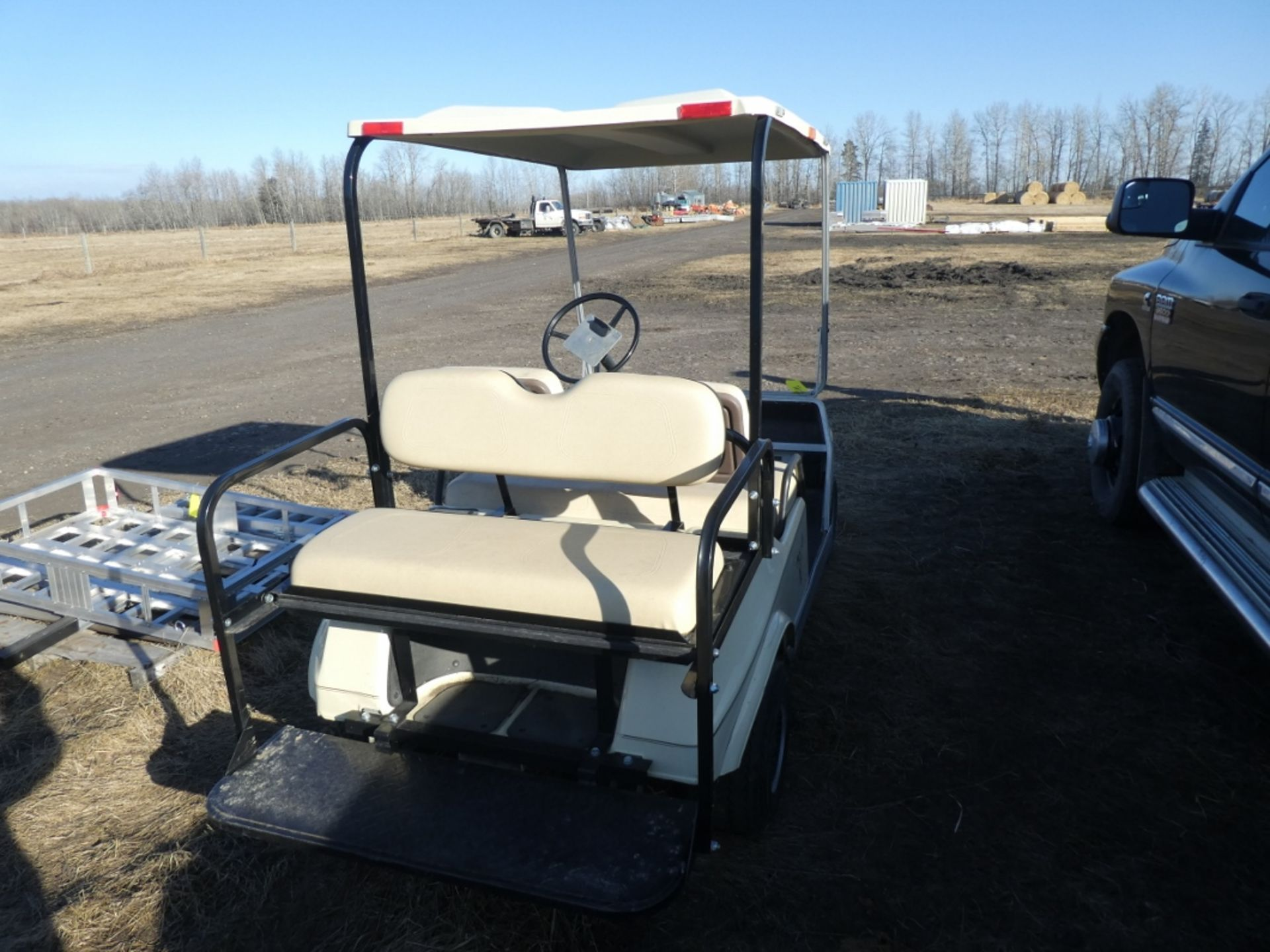 CLUB CAR GAS POWERED GOLF CART S/N AG9132254635 W/NEW BRAKES, BATTERY, REAR SEAT - Image 5 of 6