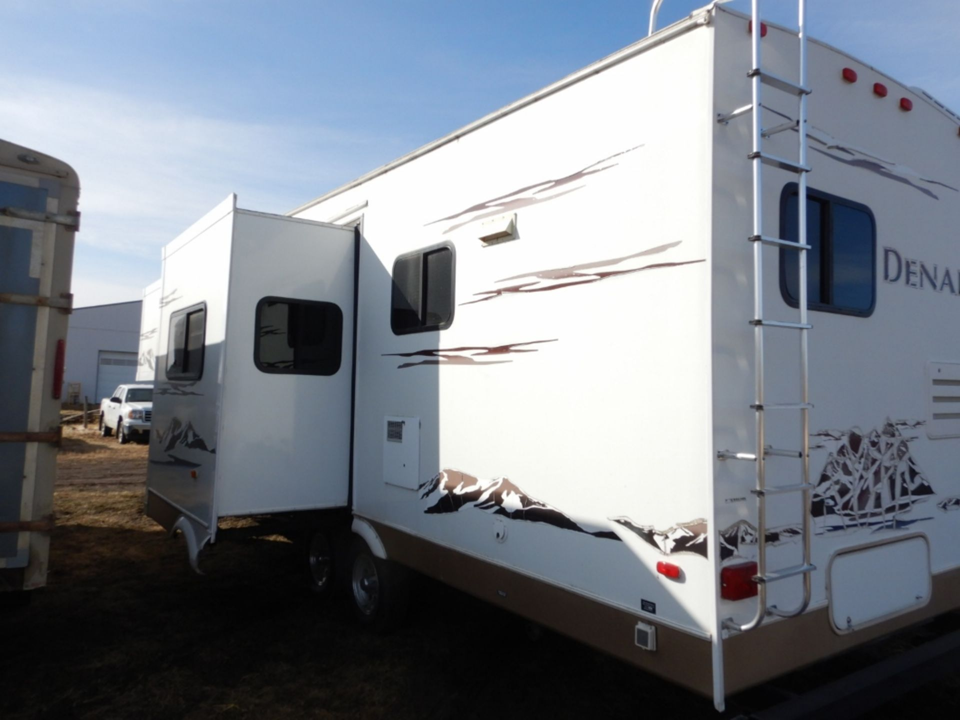 2006 DUTCHMEN DENALI 31RGBS/M5 5W HOLIDAY RV TRAILER S/N 47CFD1S226P616039 W/3-SLIDE-OUTS, AWNING, - Image 5 of 16